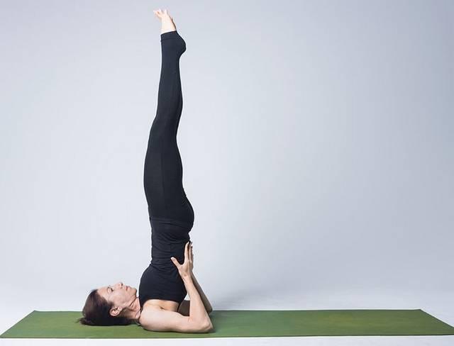 Йога при гипотиреозе: Сарвангасана - Стойка на лопатках