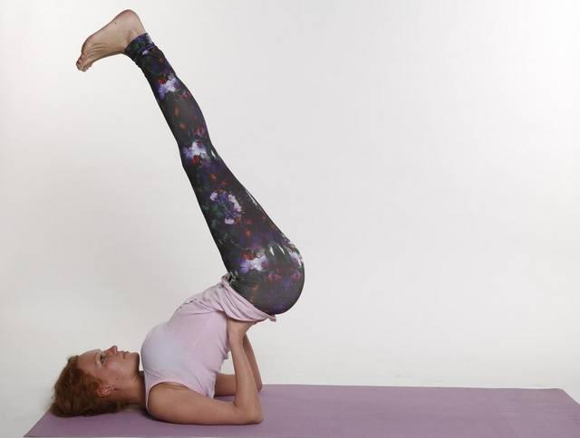 Йога при гипотиреозе: Випарита карани - Перевернутая поза