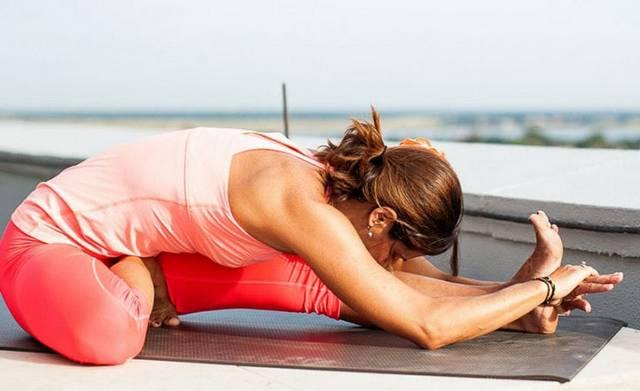 Йога при гипотиреозе: Джану ширшасана - Перевернутый наклон головой к колену