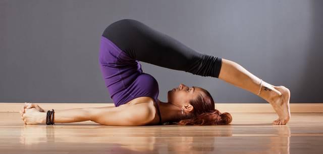 Йога при гипотиреозе: Халасана - Поза плуга