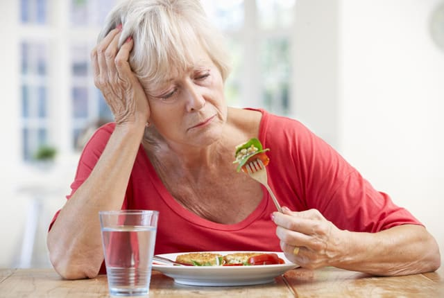 При гипотиреозе аппетит резко ухудшается