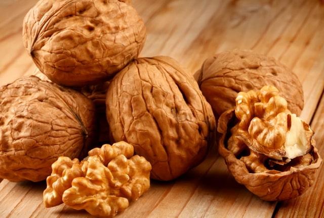 Грецкие орехи применяются для лечения щитовидки
