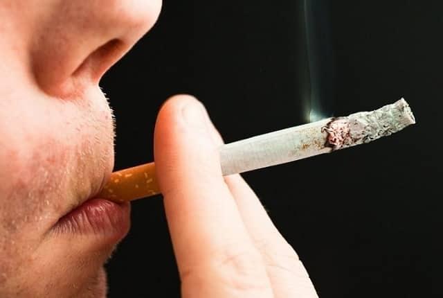Узлы на щитовидке возникают из-за курения